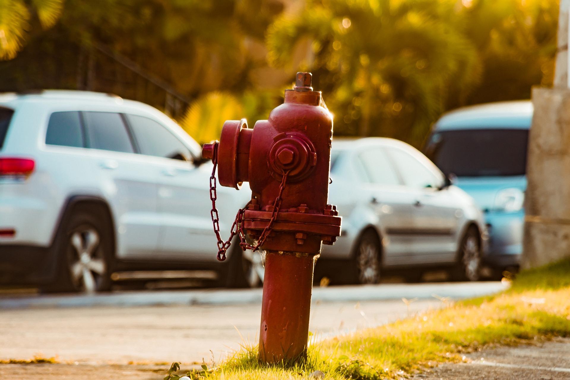 A fire hydrant near the sidewalk of a street.